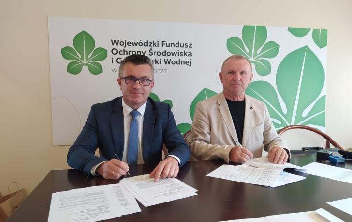 """Podmisanie umowy o dofinansowanie dla zadania pn. """"Rozbudowa i modernizacja Stacji Uzdatniania Wody w Kargowej oraz budowa przydomowej oczyszczalni ścieków""""."""